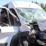 Özel harekat polislerini taşıyan servis kaza yaptı: 5 yaralı