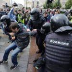 Rusya'daki seçim protestosunda 700 kişi gözaltına alındı