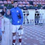 Genç futbolcuya anne desteği!