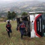Halk otobüsü tarlaya yuvarlandı: 6 yaralı