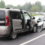 Ticari araçla otomobil çarpıştı: 8 yaralı