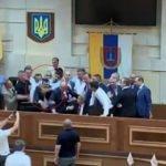Ukrayna'da şehir meclisinde 'abluka' krizi