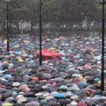 Yağmuru dinlemediler! Binlerce kişi sokağa çıktı