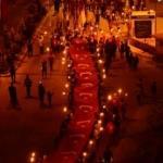 Bitlis'te 1071 metrekare Türk bayrağıyla 'fener alayı'