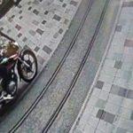 İstiklal'de motosiklet dehşeti! Yardım bile etmeden kaçtı
