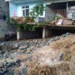 Meteoroloji uyarmıştı! Trabzon ve Rize'de şiddetli yağış