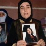 HDP binası önüne, evladı için bir anne de Bursa'dan geldi!