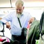 Koca yürekli adam... Eşi için 6 saat ayakta uçtu