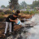 Sosyal medyada gördükleri yangına bidonlarla koştular