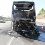 Sivas'ta faciadan dönüldü: Seyir halindeki otobüs alev alev yandı