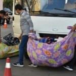 HDP il binası önünde aileleri kızdıran olay! Araca yükleyip götürdüler