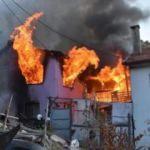 İki katlı ev yanarak kül oldu