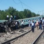 Kazakistan'da tren, yolcu otobüsüne çarptı: Ölüler var...