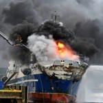 İçinde 200 bin litre yakıt vardı! Rus gemisi yandı