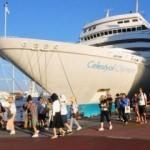 Üç gemi ile 2 bin 630 turist geldi