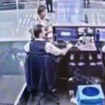 THY görevlisinin yolcuyu koruduğu anlar kamerada