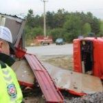 Korkunç kaza! Kamyonet ikiye bölündü
