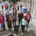 Gençler sokaklarda çöp topladı!