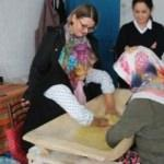 Kadınlar kargo ile tarhana ve salça satıyor