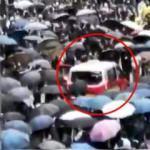 Ortalık bir anda karıştı! Taksi eylemcilerin arasına daldı