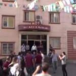 HDP önündeki aileler ile partililer arasında gerginlik çıktı