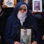 HDP önünde eylem yapan teyze: Teröristler yeğenimi yanımdan kaçırdı