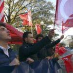 ABD'de Erdoğan coşkusu... Türk Bayrağını alan koştu