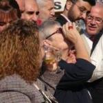 Bardak bardak zeytinyağı içti: Kanseri önlüyor