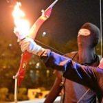 Hong Kong yangın yeri! Polise ateşli ok fırlattılar