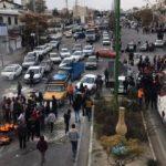 İran'da protestolar devam ediyor: Göstericiler yolları kapattı