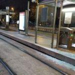 7 yaşındaki çocuk tramvay durağında kabusu yaşadı