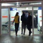Kapıcı ve yöneticinin baltalı kavgasında polis yaralandı
