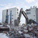 Arnavutluk'ta yaralar sarılıyor: Ağır hasar gören binalar yıkılıyor