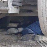Kamyonun tekerini değiştirmek isteyen işçinin feci ölümü