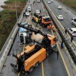 TEM'de çöp kamyonu yan yattı: Edirne yolu kapandı
