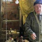 86 yaşındaki Halil amca günlerdir gözyaşı döküyor