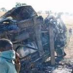 İki minibüs çarpıştı: 25 ölü
