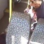 Minibüsün önüne kırdı, arka koltuktan basamaklara düştü!