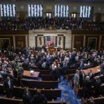 ABD Senatosu hükümetin kapatılmasını önlemek için iki bütçeyi onayladı