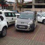 Aracını park ettiği yerden çıkaramayınca öyle bir not bıraktı ki!