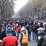 Fransa'da grev sürüyor! 1,5 milyon bilet iptal edildi