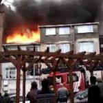 Bayrampaşa'da 3 katlı binanın çatısında yangın