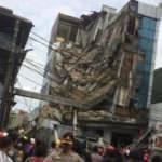 Endonezya'da 4 katlı bina çöktü