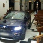 Kiliseye arabayla girdi: Şeytandan kaçtım!