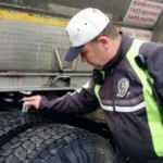 Kış lastiği denetimleri sürüyor... Yüzlerce araç trafikten men edildi