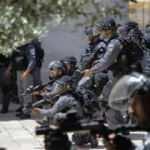 İsrail polisinden Mescid-i Aksa'ya baskın: Tekbir sesleri