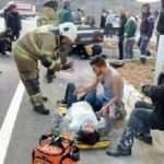 Otomobiller kafa kafaya çarpıştı! Hamile eşinin yanından ayrılmadı