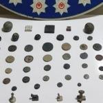 Durdurulan şüpheli araçta 47 parça tarihi eser ele geçirildi