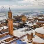 Mardin'de beyaz örtüyle kaplanan tarihi konaklar göz kamaştırdı