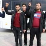 Suriyeli gençler Mehmetçiğe destek için yola çıktı!